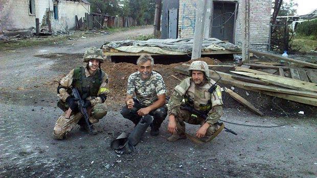 Справа налево: боец позывной Брест, позывной Усач и боец Денис Новиков