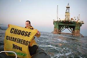 В США Greenpeace штрафовали на $2,5 тыс. за час блокады судна Shell