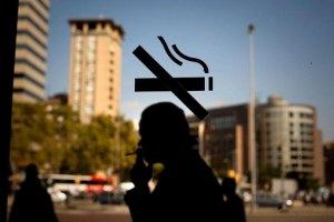 Янукович подписал закон о запрете курения