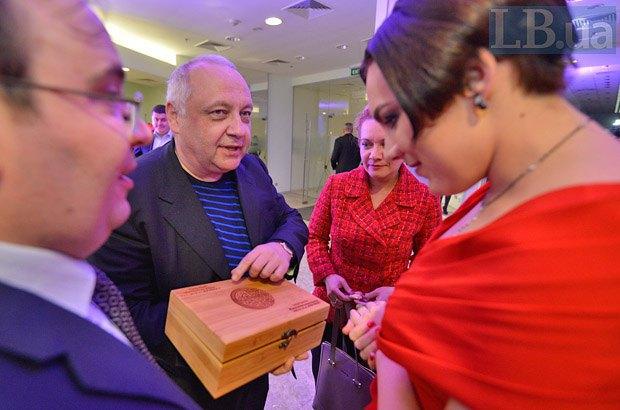 Слева направо: главный редактор LB.ua Олег Базар, глава фракции БПП Игорь Грынив, Ольга Белькова и шеф-редактор LB.ua Соня Кошкина