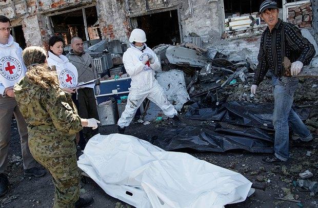 Специалисты <<Красного креста>> в Донецком аэропорту