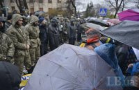 На Институтской людей не пускали к кресту на месте гибели майдановцев