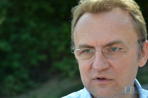 Садовый попросил Порошенко решить проблему с вывозом мусора из Львова