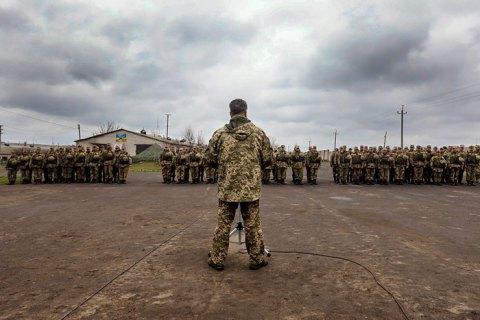 Порошенко поручил Минобороны повысить зарплаты военных на первой линии ООС