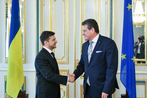 Зеленский заявил о намерении продолжить политику по усилению антироссийских санкций