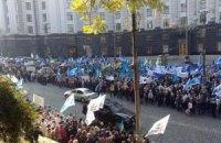 Кілька тисяч представників ФПУ мітингують біля Кабміну
