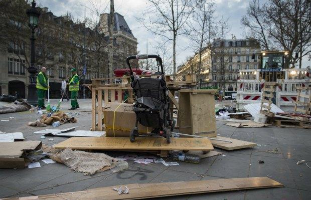 Муніципальні службовці прибирають наслідки демонтажу табору протестувальників
