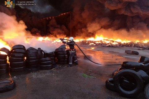 Масштабна пожежа під Одесою, палають тисячі квадратних метрів: перші кадри з місця НП