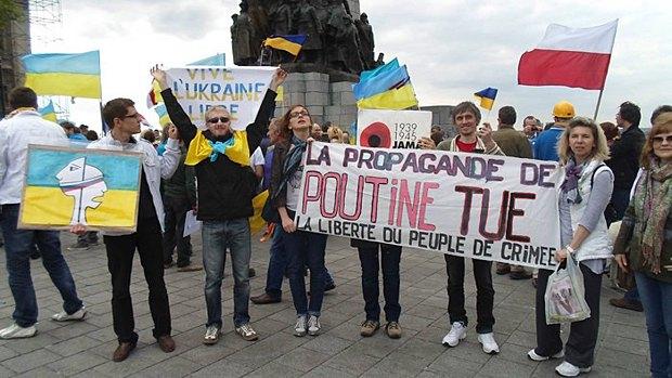 Антипутінські протести у Франції