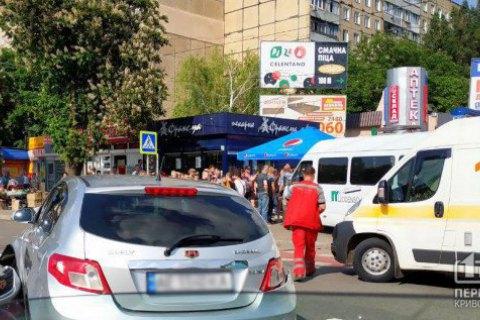 В Кривом Роге маршрутка после ДТП вылетела на тротуар