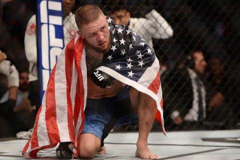 Американский боец UFC нокаутировал соперника редким по изяществу ударом