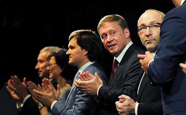 Анатолий Денисенко имеет слабые шансы на победу - идет не по своему округу