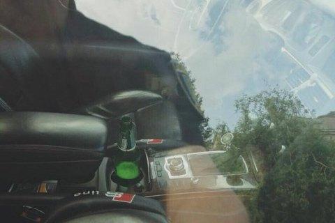 У Львівській області патрульні затримали водія, який керував авто з пивом в руках