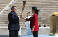 Греція передала Японії Олімпійський вогонь: офіційна церемонія вперше в історії відбулася без глядачів