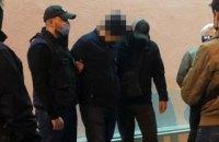 Посадовця Міграційної служби затримали під час отримання $9 тис. хабара