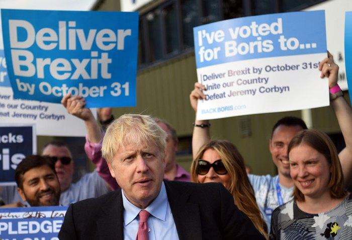 Борис Джонсон возле офиса Консервативной партии в Мейдстоне, Великобритания, 11 июля 2019.