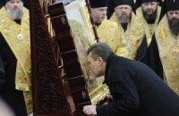Литвин традиционно подарит Януковичу икону