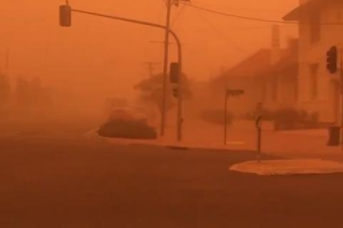"""Місто в Австралії накрила """"марсіанська"""" піщана буря"""