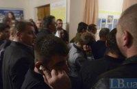 """Подсчет голосов в Ирпене: Беркут ушел, возле комиссии ходят """"братки"""" (добавлено видео)"""