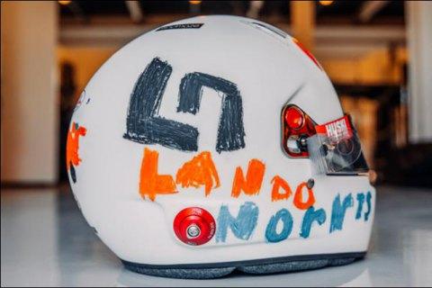 Гонщик Формули-1 подарував свій шолом шестирічній дівчинці, яка створила його дизайн