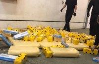 Водій рейсового автобуса заховав у ньому 860 кг контрабандного сиру