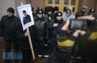 Под КГГА собрались защитники Гостиного двора