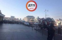 1240 людей евакуювали в Києві з вокзалу через неправдиве повідомлення про мінування