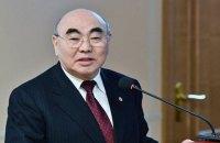 """Експрезидента Киргизстану Акаєва, який емігрував після Тюльпанової революції 2005 року, """"доставили"""" в Бішкек"""