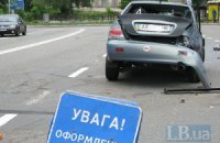 """ДТП в Киеве: Mitsubishi вылетел на """"встречку"""" и протаранил внедорожник Suzuki"""