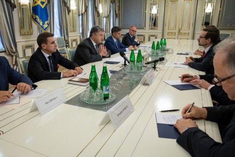 Порошенко сделал новое заявление помиротворцам наДонбассе