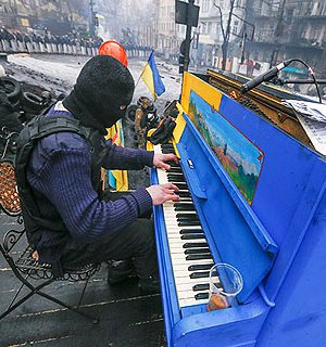 https://lb.ua/society/2017/12/13/384462_oskolki_pamyati_13_grudnya_pianino.html