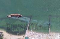 """В Одесі біля танкера """"DELFI"""" знову розлилися нафтопродукти"""