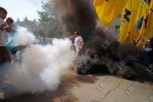 Банковую забросали дымовыми шашками