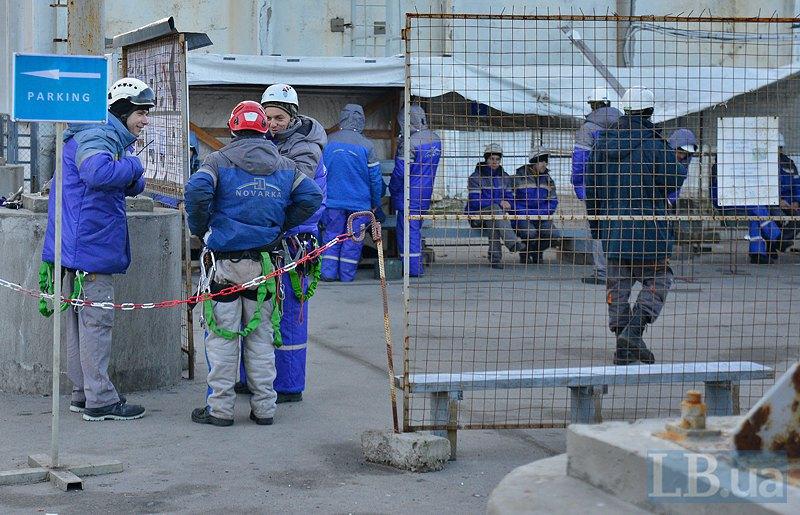 Сотрудники Новарки - строители НБК на курилке
