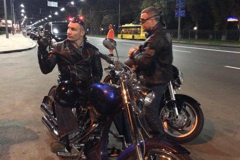 """Мэр и глава """"Киевавтодора"""" на мотоциклах проинспектировали ремонт столичных дорог"""