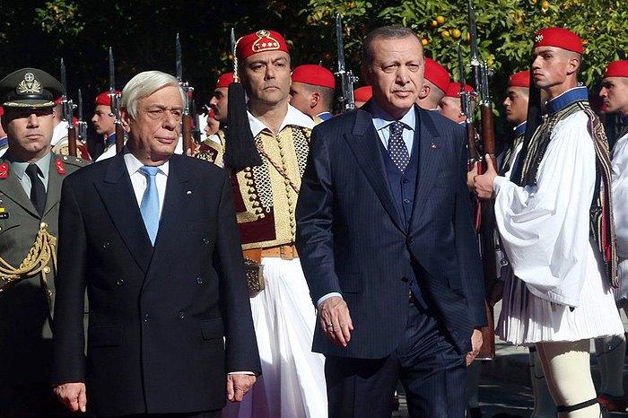 Президент Греции Прокопис Павлопулос и президент Турции Реджеп Тайип Эрдоган  в поместье президента Греции в Афинах, 07 декабря 2017.