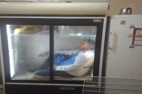 У Баку відвідувача супермаркету замкнули в холодильнику через підозру в крадіжці