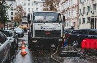 В Киеве возле Золотых ворот провалился асфальт