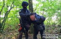 Двоє чоловіків у масках і зі зброєю пограбували будинок підприємця у Черкаській області