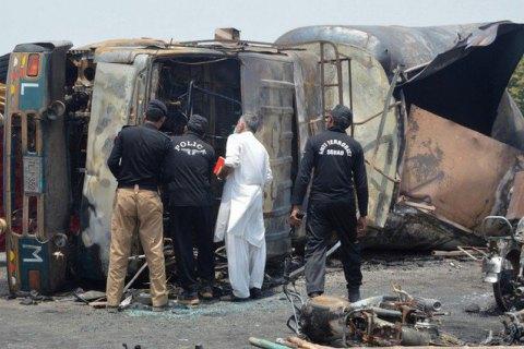 140 человек погибли при взрыве бензовоза в Пакистане