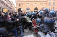 В Италии на антифашистском митинге полиция применила водометы и слезоточивый газ