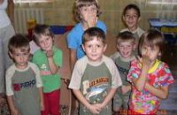 Дети помогают собирать деньги на строительство храма в Днепропетровской области