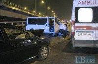 ДТП в Киеве: водитель микроавтобуса бросался на врачей и гаишников с куском трубы