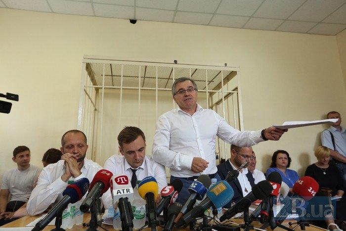 Максим Поляков и его адвокаты - Ярослав Билявский и Петр Бойко