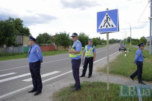 В Луганске пьяный водитель бросился с бутылкой на гаишников