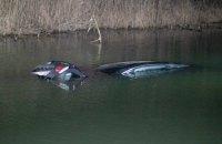 Около Ирпеня автомобиль упал в реку, 9-летний ребенок в реанимации