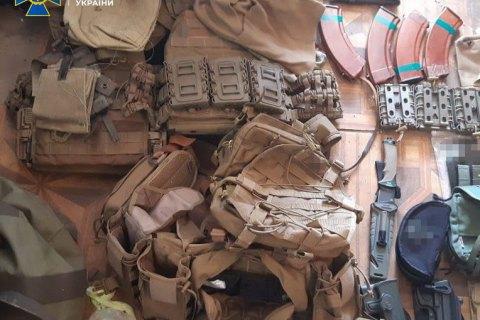 СБУ у Києві затримала організатора міжрегіонального угруповання торгівців зброєю