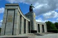 """Німецькі ЗМІ закликають """"видалити"""" з Берліна танки часів ВВВ через Україну"""