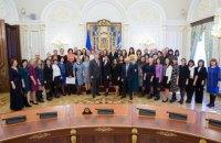 Президент з дружиною передали 500 тис. гривень на стипендії вчителям англійської мови