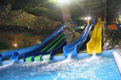 Вхарьковском аквапарке дети отравились неведомым веществом